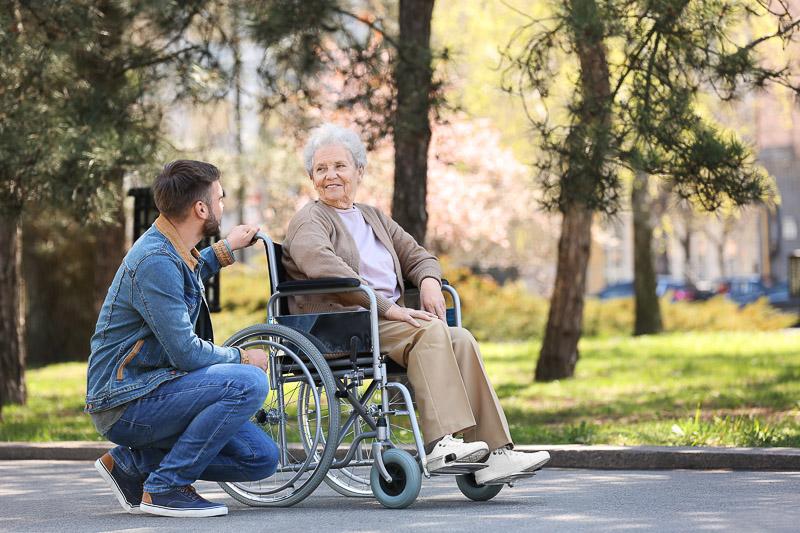 aidants familiaux accompagnement personne âgée